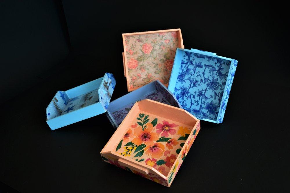 Ξύλινη χαρτοπετσετοθήκη με decoupage σε διάφορα σχέδια