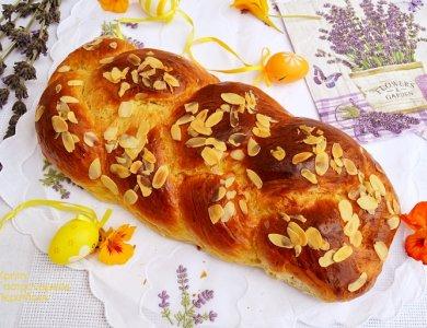 Το Πασχαλινό Τσουρέκι...Μια ιστορία γεύσεων & αρωμάτων!!!!